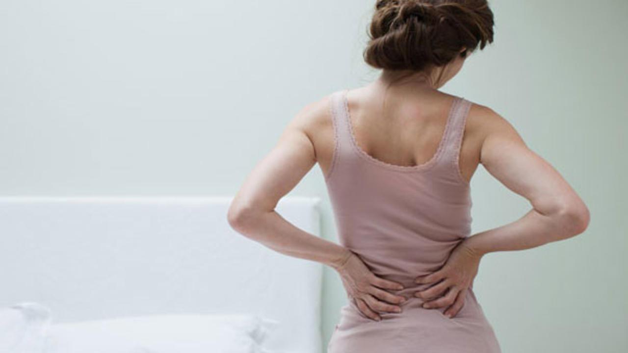 Dấu hiệu mang thai sớm cần lưu ý là đau lưng