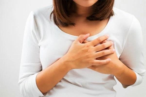 Dấu hiệu mang thai sau 1 tuần quan hệ thường gây đau ngực
