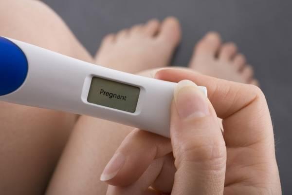 Que thử thai giúp nhận biết dấu hiệu mang thai sau quan hệ 1 tuần