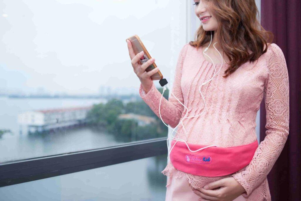 Cho trẻ nghe nhạc khi mang thai tuần 28