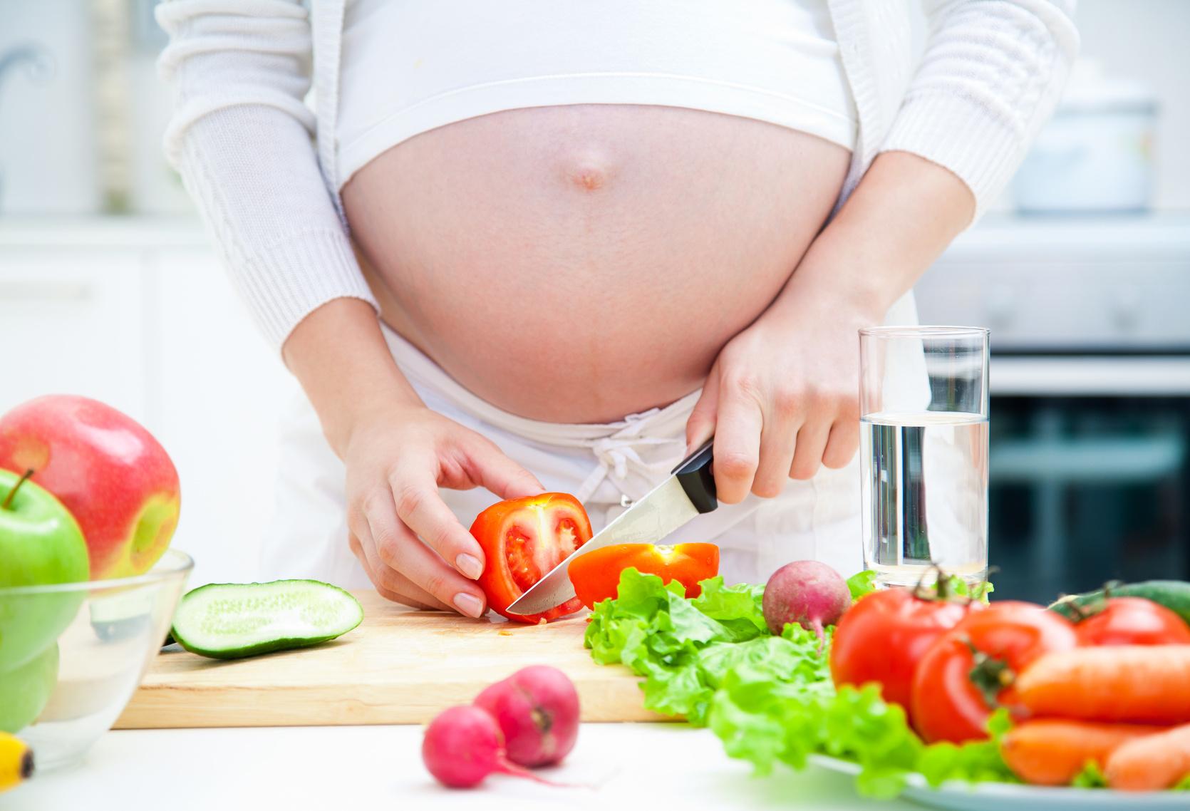 Mẹ bầu cần bổ sung đầy đủ canxi và dinh dưỡng vì thai nhi tuần 16 phát triển rất nhanh