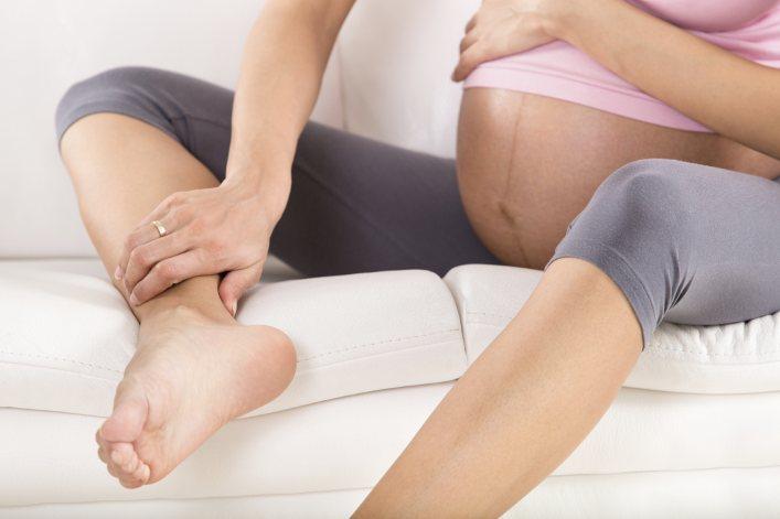 Hiện tượng thường gặp trong giai đoạn thai nhi tuần 22 là phù chân