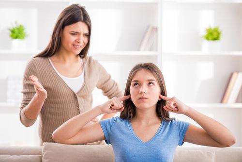 Quá nghiêm khắc không phải là cách dạy con gái tuổi dậy thì hay