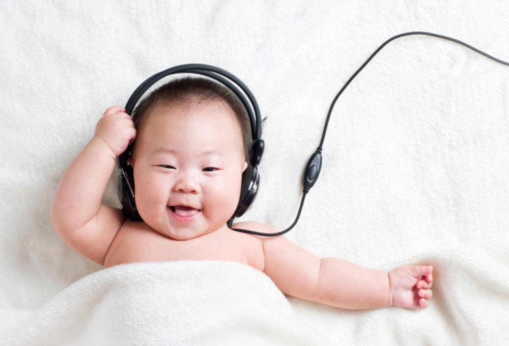 Dạy con kiểu Nhật giai đoạn 0 tuổi: Kích thích thính giác cho trẻ