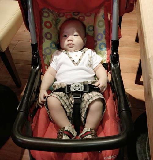 Em bé đáng yêu của mẹ Ngọc Châm lúc 2,5 tháng nặng 7,2kg và dài gần 70cm - vượt chuẩn.