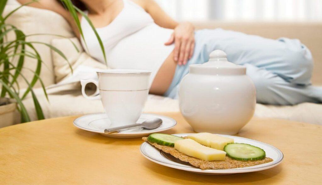 Bà bầu nên ăn gì trong 3 tháng đầu? Các loại thực phẩm có thể giúp giảm nghén.