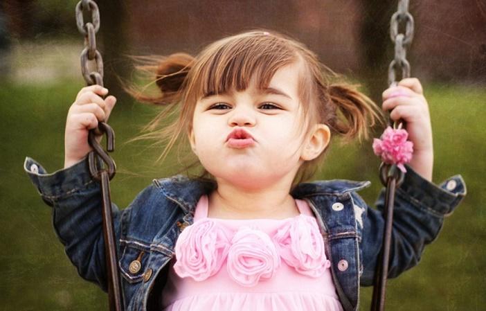 Dạy trẻ bớt nhút nhát cần đến kỹ năng và sự kiên nhẫn của ba mẹ