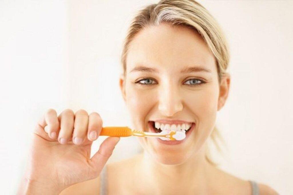 Chăm sóc răng miệng đúng cách khi mang thai