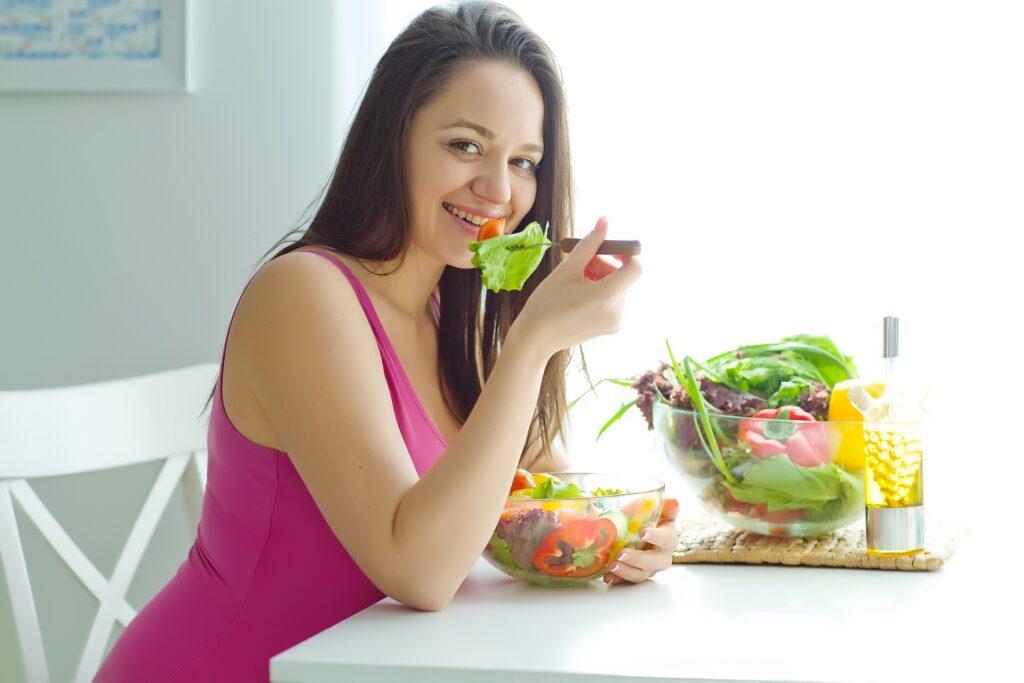 Các mẹ bầu hãy hết sức chú ý đến chế độ ăn uống của mình trong giai đoạn này cũng như các giai đoạn khác trong suốt thai kỳ nhé!