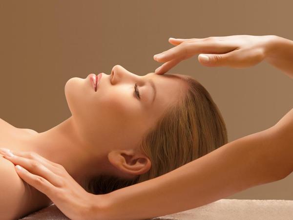 Làm đẹp sau sinh tại nhà: Massage