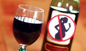 Phụ nữ khi mang thai tốt nhất nên hạn chế rượu bia để bảo đảm sức khỏe cho mẹ và bé