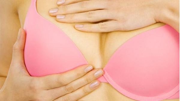 Căng tức ngực là hiện tượng đầu tiên khi mẹ mang thai