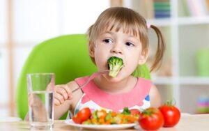 chế độ dinh dưỡng cho bé 5 tuổi