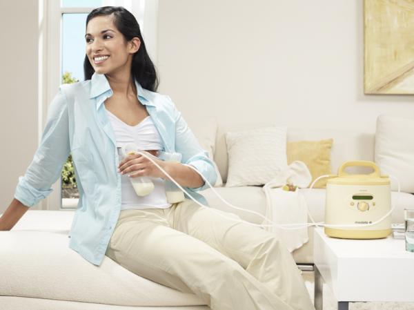 Bảo quản sữa mẹ là điều cần thiết để bù đắp lúc mẹ thiếu sữa hoặc vắng nhà
