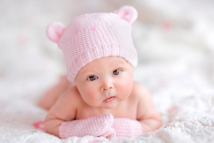 Chú ý giữ ấm tay, bụng, lưng, bàn chân cho trẻ sơ sinh
