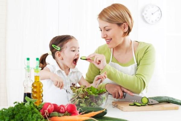 Chế độ dinh dưỡng cho trẻ 1 tuổi mẹ cần biết