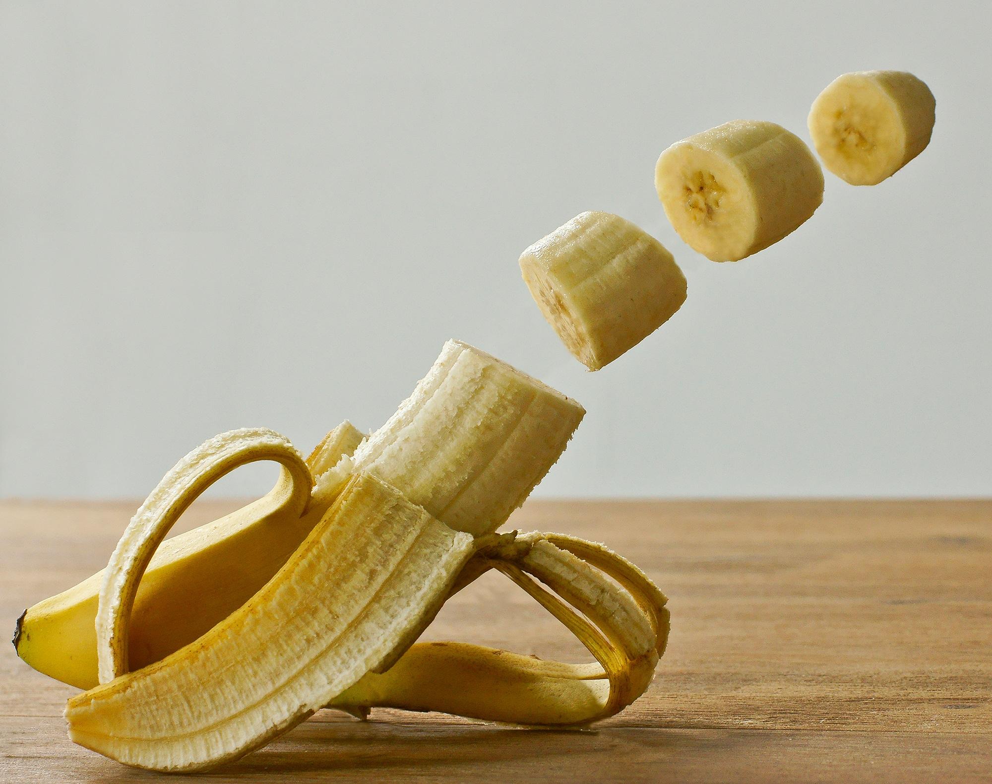Chuối là trái cây nhiều vitamin nhưng vẫn không mọng nước, phù hợp với mẹ bầu dư ối