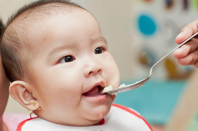 cách cai sữa bằng chế độ ăn đa dạng
