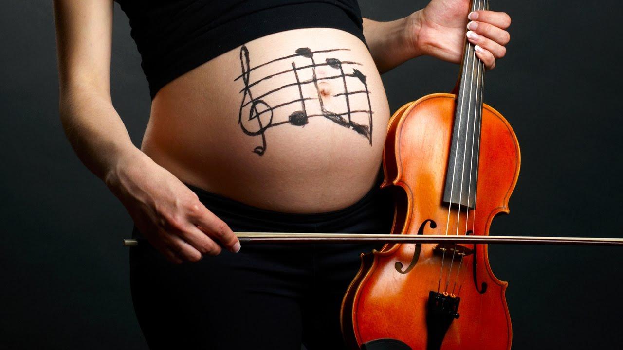 Hãy dành 20-30 phút tận hưởng âm nhạc và đung đưa theo giai điệu để tốt cho cả mẹ và bé.