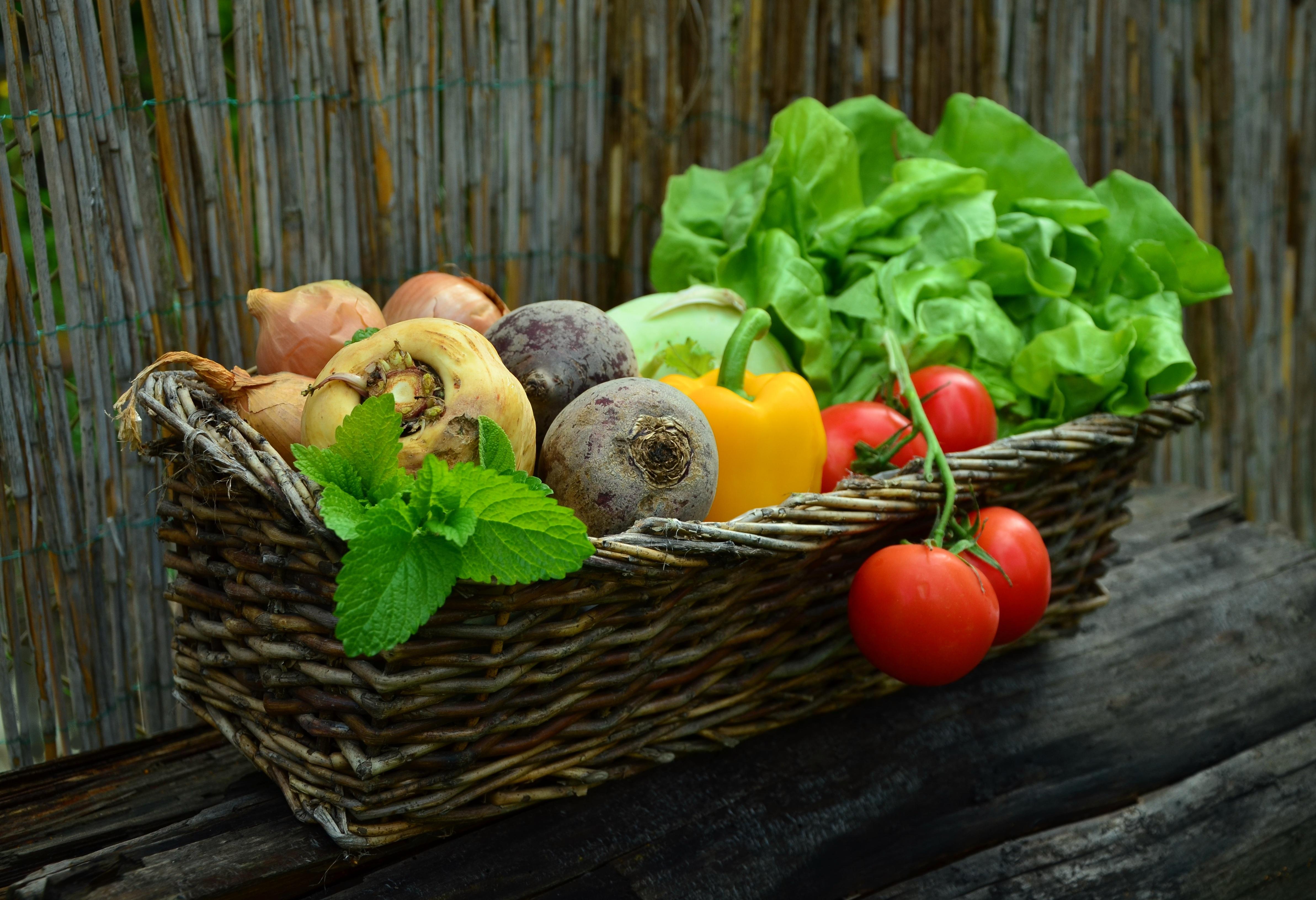 Mẹ bầu ăn rau củ vào buổi tối sẽ được cung cấp nhiều vitamin, chất xơ và chất chống oxy hóa