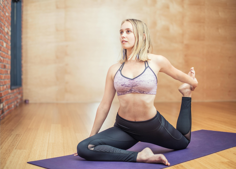Tập yoga nhẹ nhàng giúp mẹ sau sinh mổ đốt cháy năng lượng dư thừa
