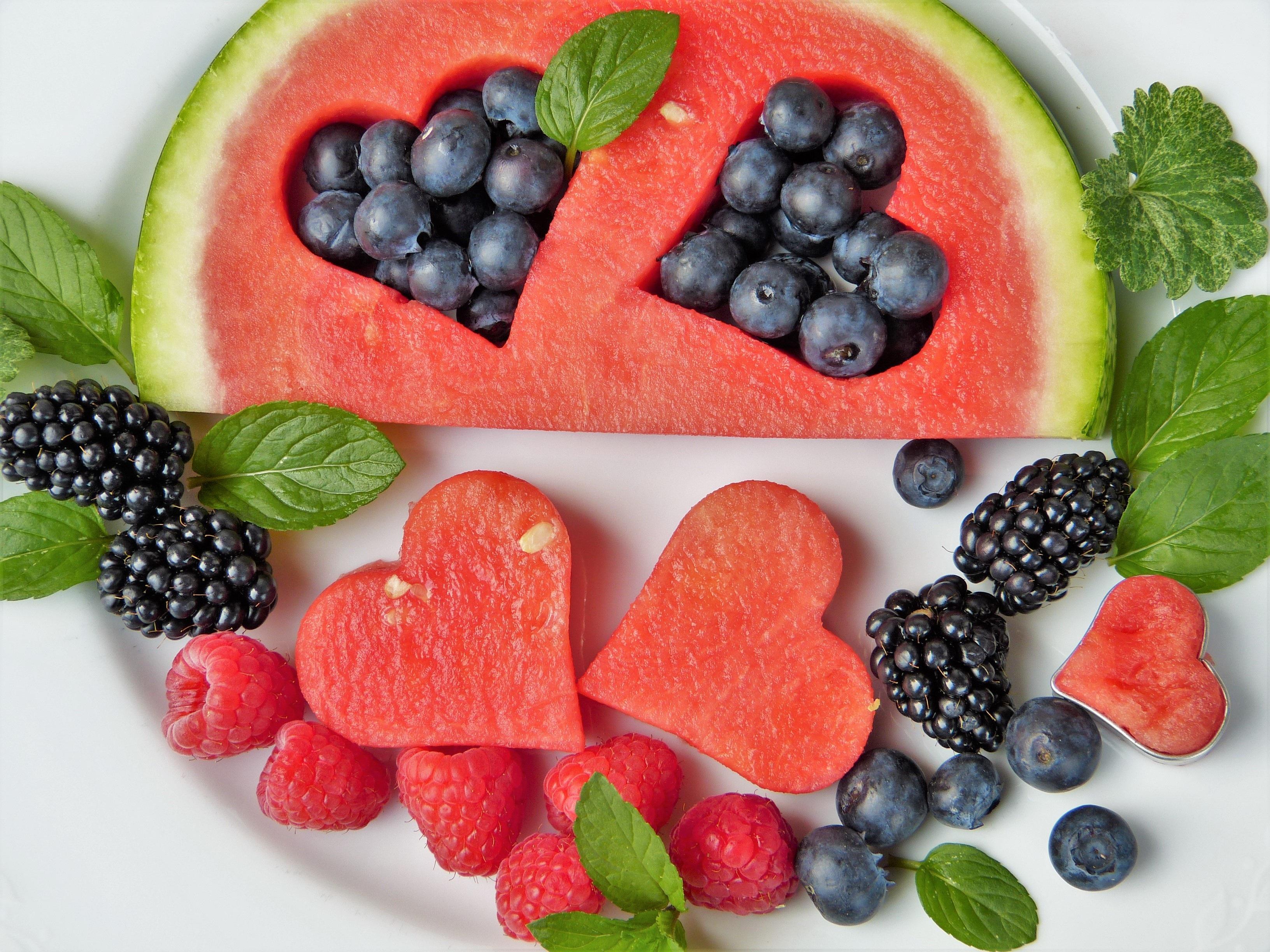 Trái cây tươi bổ sung vitamin cho bà bầu một tháng