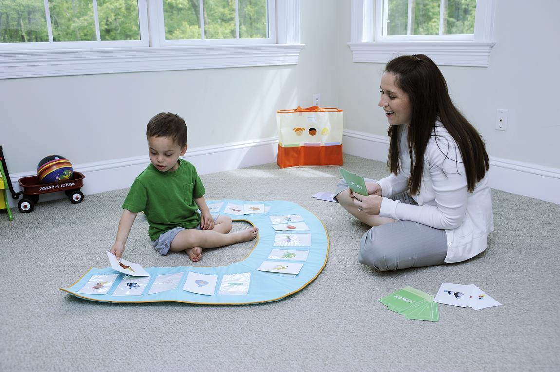 Dạy trẻ tự kỷ giao tiếp cần nhiều bài học sinh động để kích thích sự chú ý