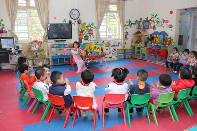 """Trẻ ở độ tuổi mẫu giáo sẽ luôn đặt ra những câu hỏi """" Tại sao?""""."""