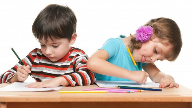 Hãy hướng dẫn trẻ cầm và sử dụng bút đúng cách