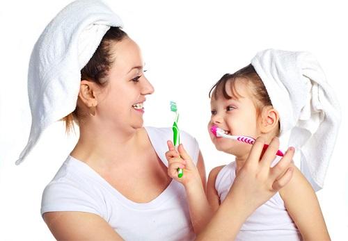 Rèn luyện tính tự giác cho trẻ bằng cách dạy trẻ những kỹ năng chăm sóc bản thân
