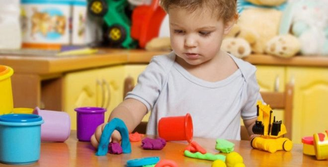 Cách chọn đồ chơi phát triển trí tuệ cho bé 1 tuổi tốt nhất