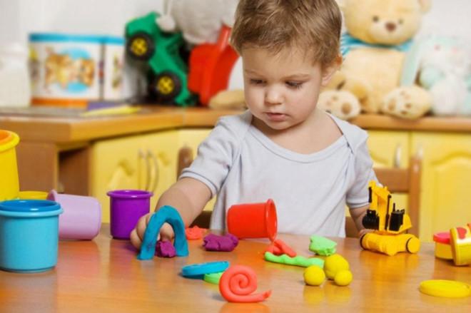 Trẻ có quá nhiều đồ để chơi khiến trẻ nhanh chán và không thật sự tập trung vào món đồ nào