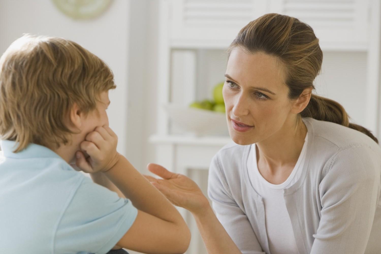 Giải thích nhẹ nhàng khi con mắc lỗi giúp trẻ tiếp thu dễ dàng và không phản kháng