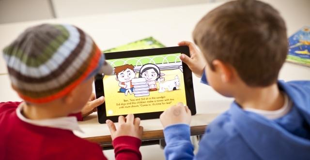 Hãy để trẻ học tiếng anh online bằng cách cho trẻ xem các đoạn phim hoạt hình bằng tiếng anh vui nhộn