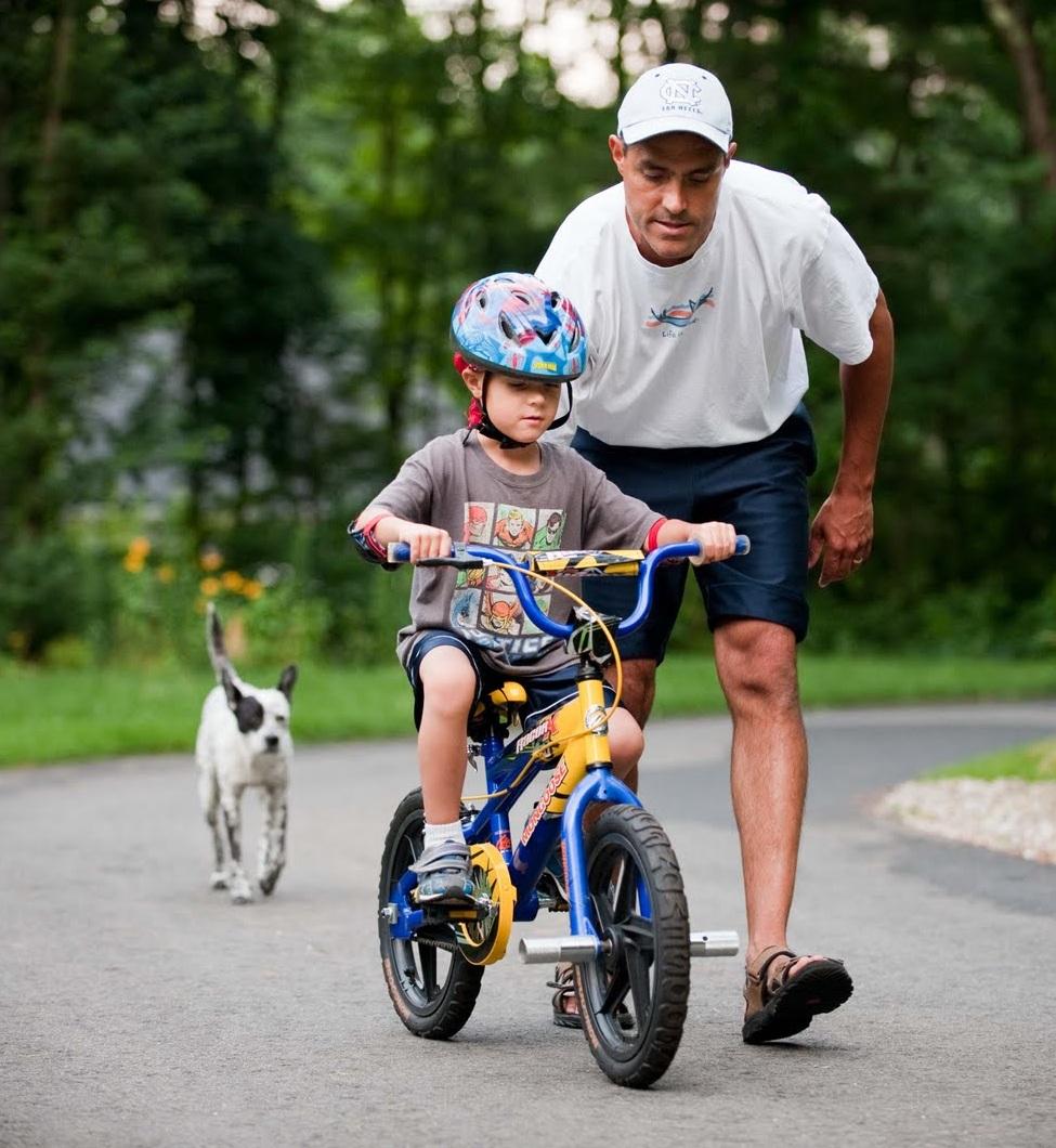 Cha mẹ nên khuyến khích con làm hết sức mình để tập cho trẻ tính nghị lực