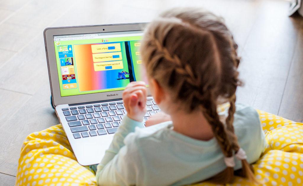 """Hãy để trẻ được học ngoại ngữ bằng nhiều hình thức khác nhau theo phương pháp """"dạy mà không dạy"""""""