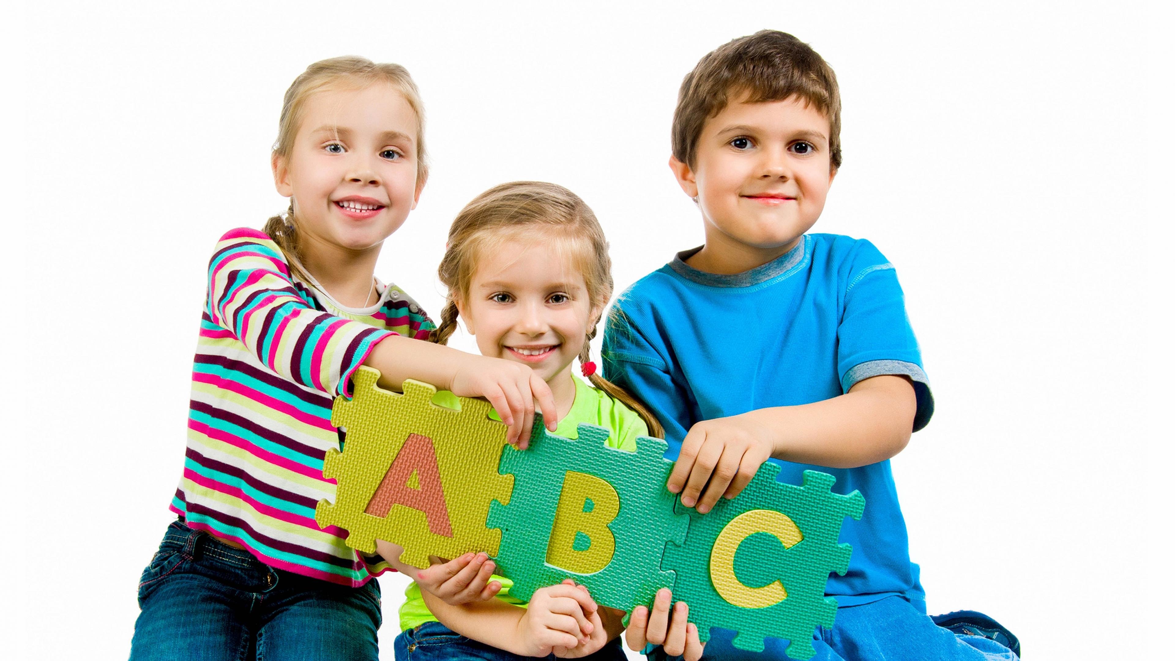 Phương pháp vừa học vừa chơi giúp dạy tiếng Anh cho bé lớp 1 hiệu quả, hứng khởi