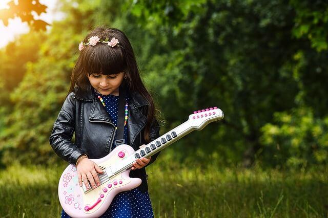Những trẻ không được nghe âm nhạc từ nhỏ có khả năng vận động kém hơn những trẻ tiếp xúc với âm nhạc từ bé