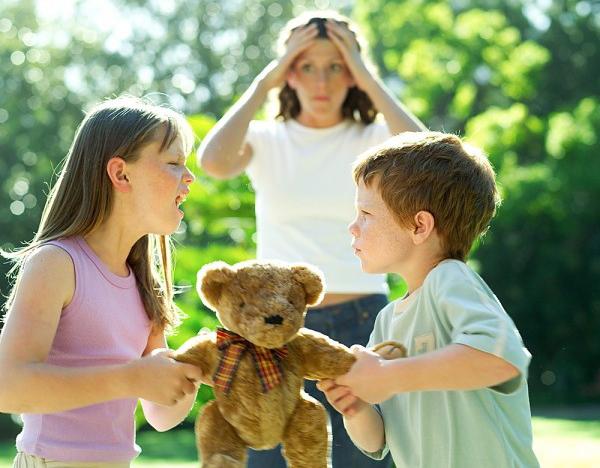 Trẻ 5 tuổi vẫn chưa biết nhường nhịn
