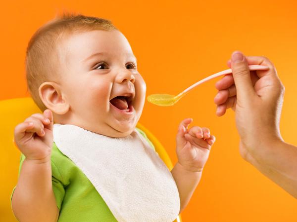 Vậy các mẹ cần chuẩn bị thực đơn cho bé 2 tuổinhư thế nào?