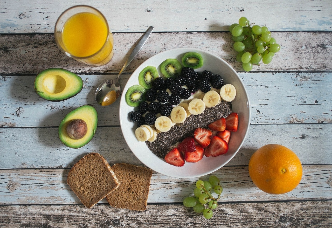 Cam, chuối, bơ là những trái cây giàu sắt, tốt cho bé
