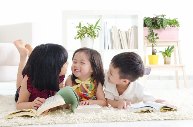 Trẻ 3 tuổi rất thích giao tiếp với bạn bè cùng lứa