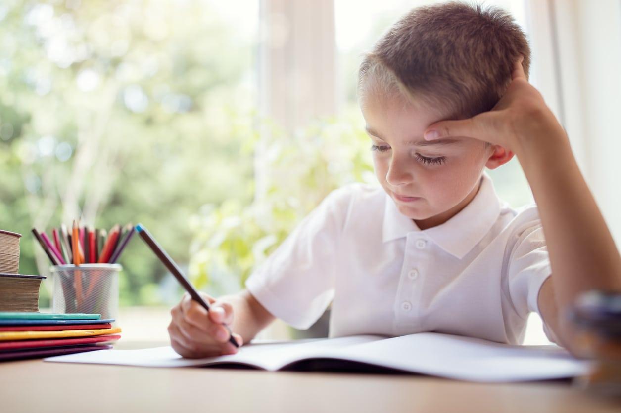 Trẻ 7 tuổi thường biết tự giác học bài