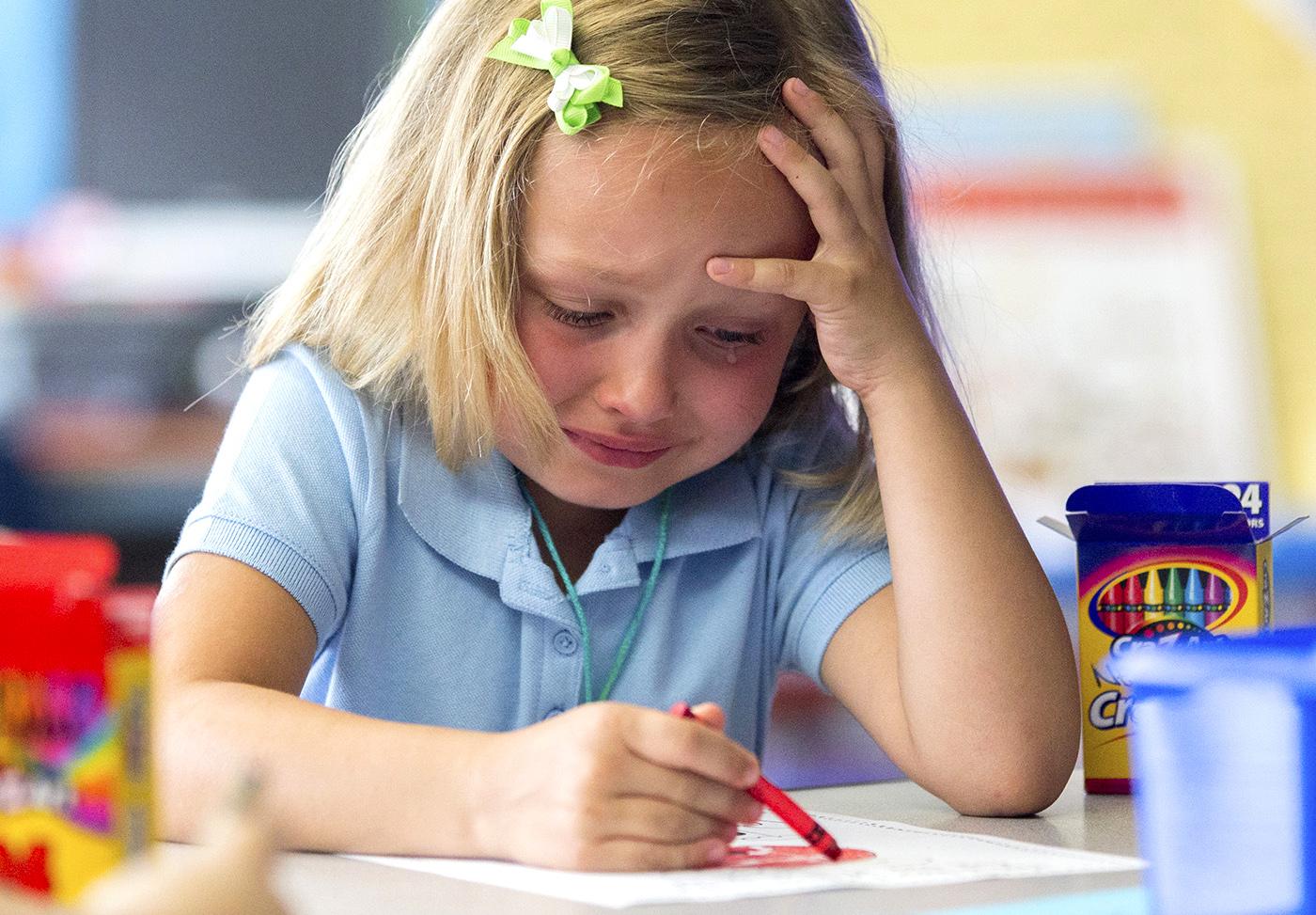 Trẻ 6 tuổi hay tủi thân khi không được chú ý