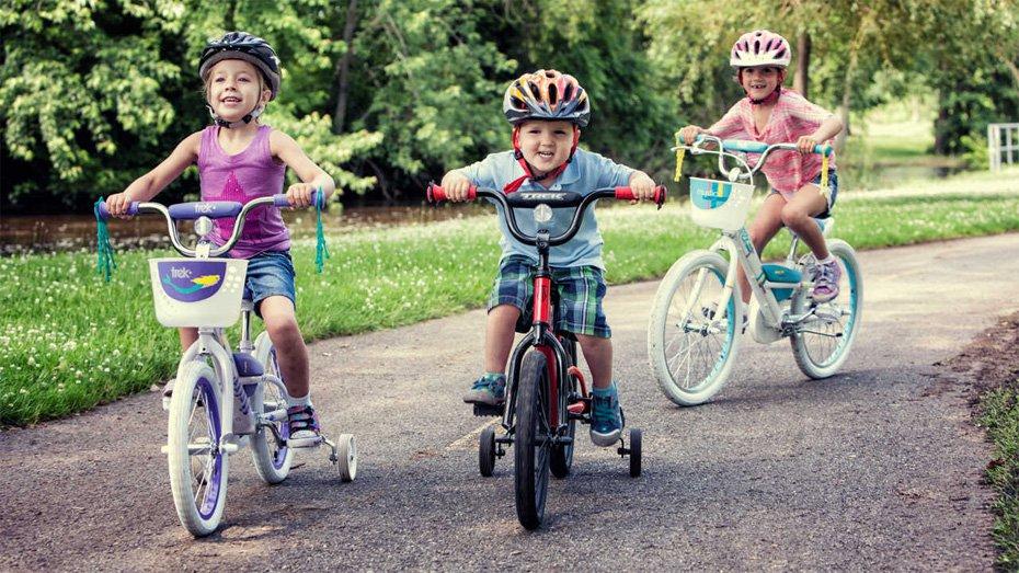 Trẻ 5 tuổi đạp xe giúp não rèn luyện khả năng điều khiển phối hợp nhiều bộ phận trên cơ thể