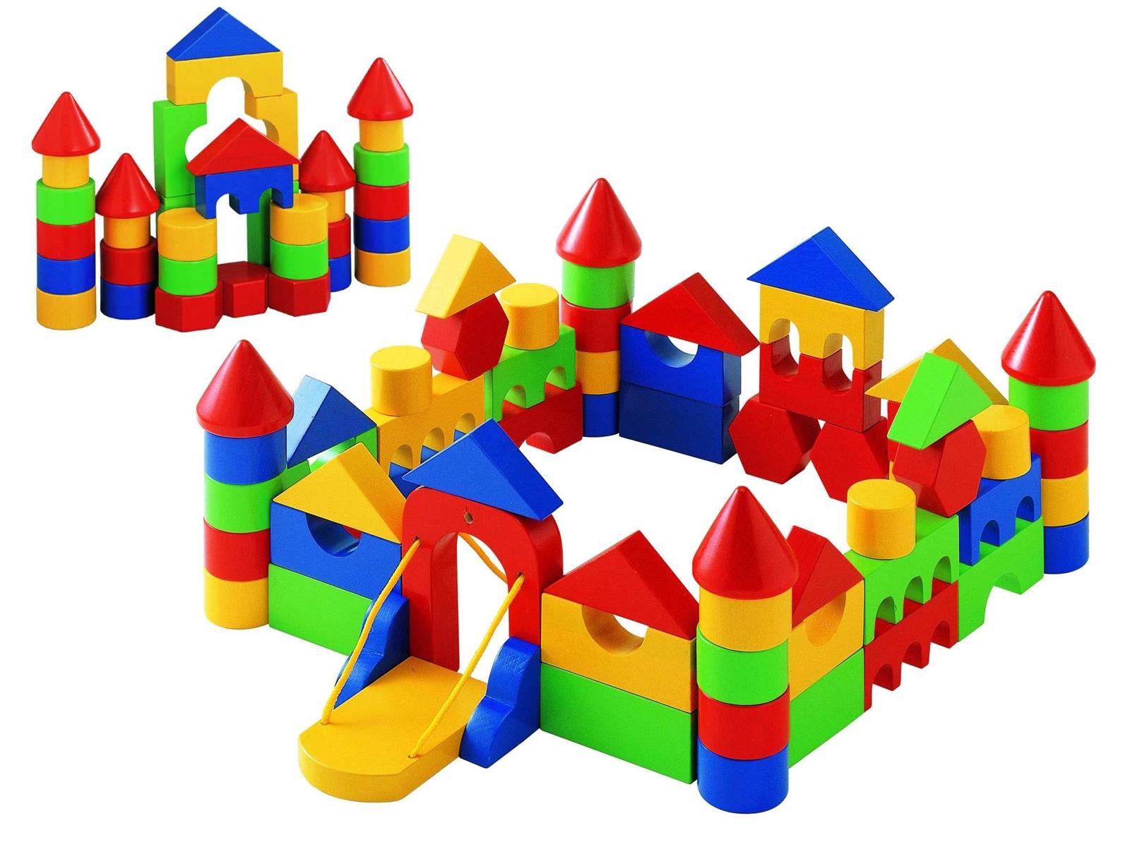 Trẻ 2 tuổi cần đồ chơi hình khối và màu sắc đơn giản để dễ nhận biết và tưởng tượng