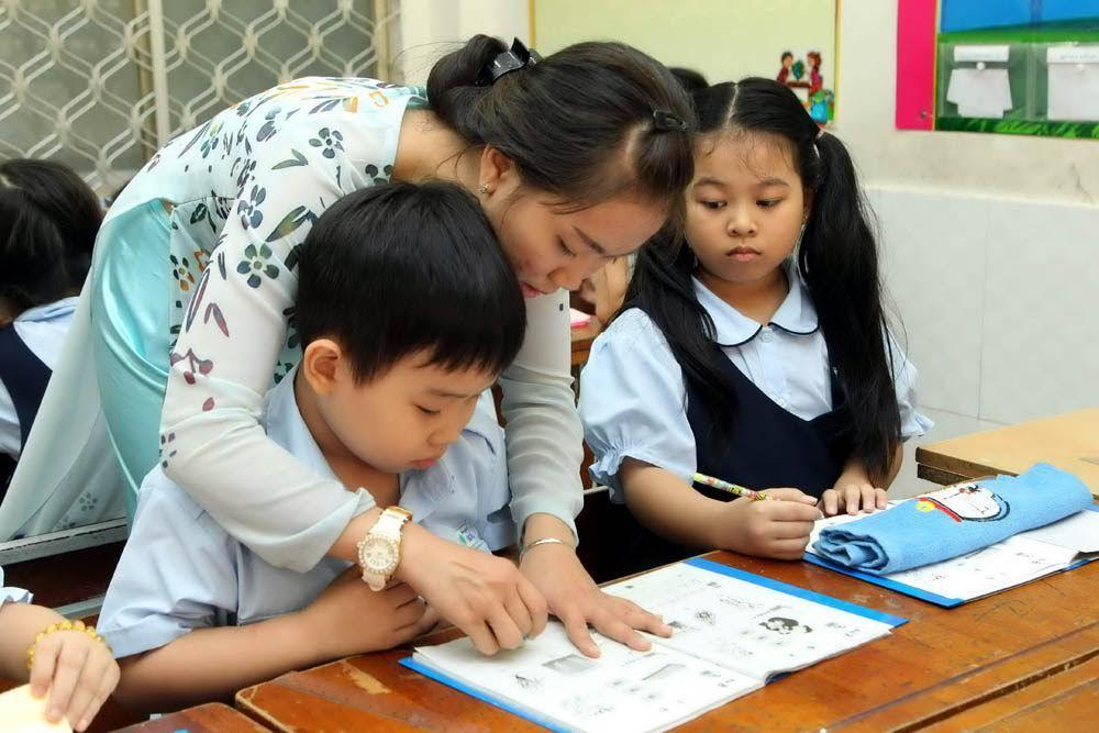 Không nên dành hết thời gian của buổi học để giảng bài mà cần có những bài tập củng cố nội dung ngay tại lớp cho trẻ
