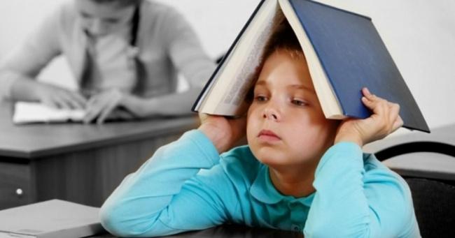 Không nên thúc ép trẻ học thêm quá nhiều nơi và cần tạo môi trường học tiếng anh thoải mái nhất cho trẻ