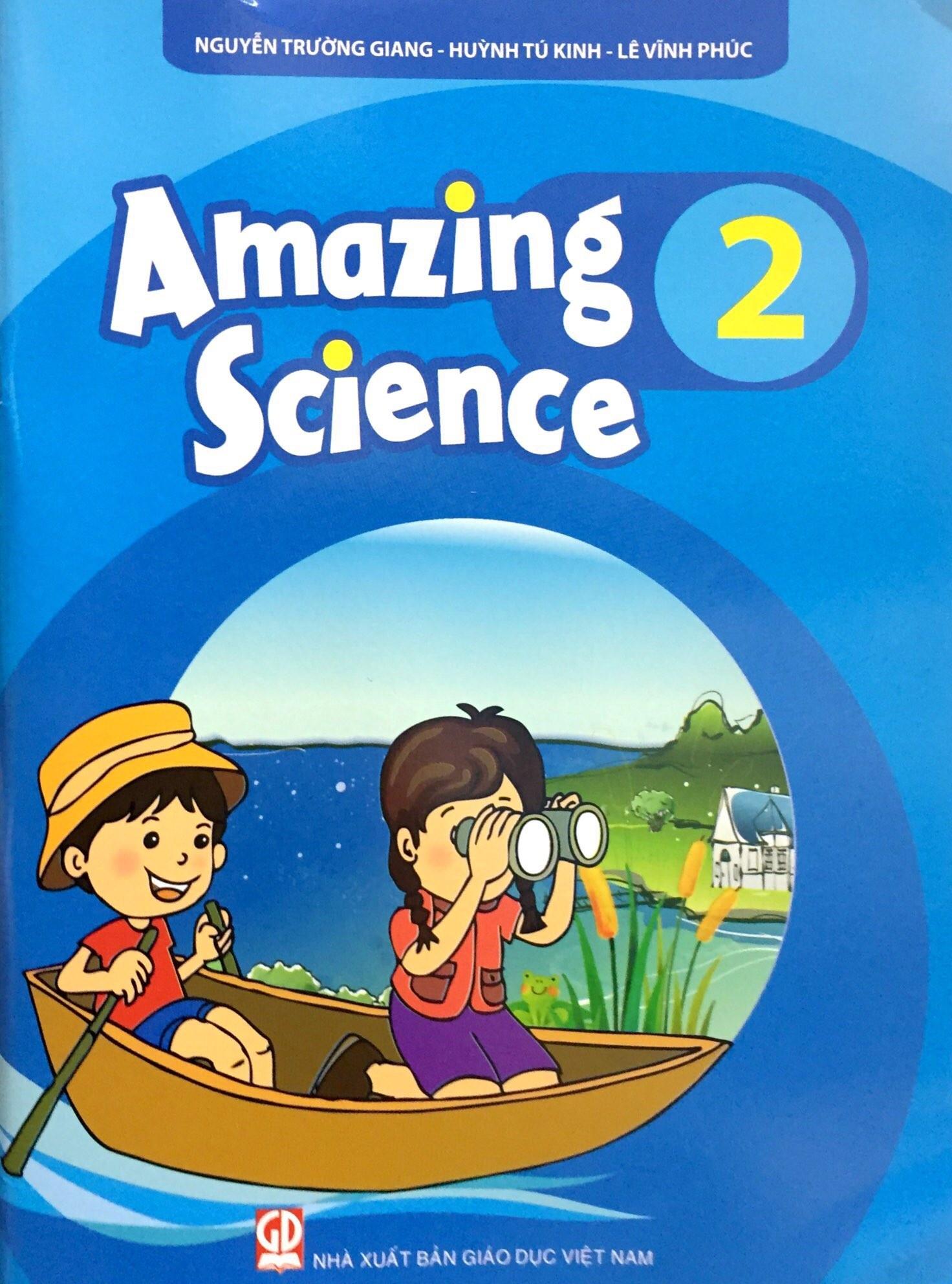 Cuốn sách có nhiều kiến thức về cuộc sống thiên nhiên bên cạnh bài học tiếng Anh