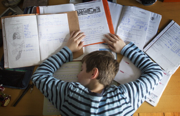 Không nên ép buộc trẻ học quá nhiềuKhông nên ép buộc trẻ học quá nhiều dù bất kì môn học nào